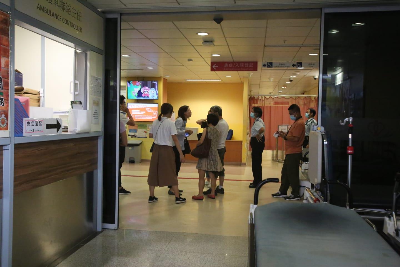 【修例风波】荃湾中五生左胸骨中枪 亲友赶赴医院了解
