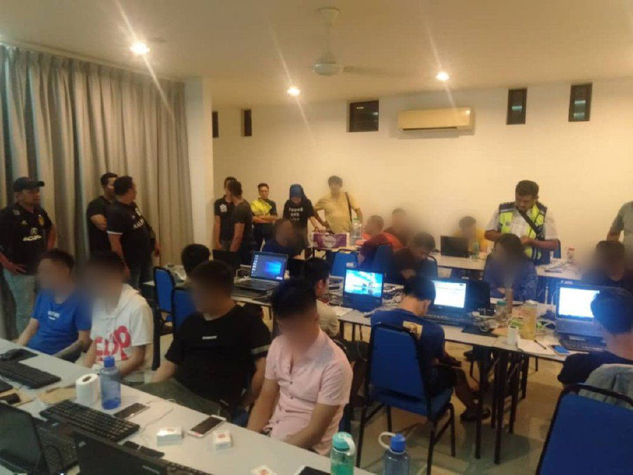 16 Chinese nationals nabbed in online gambling raid