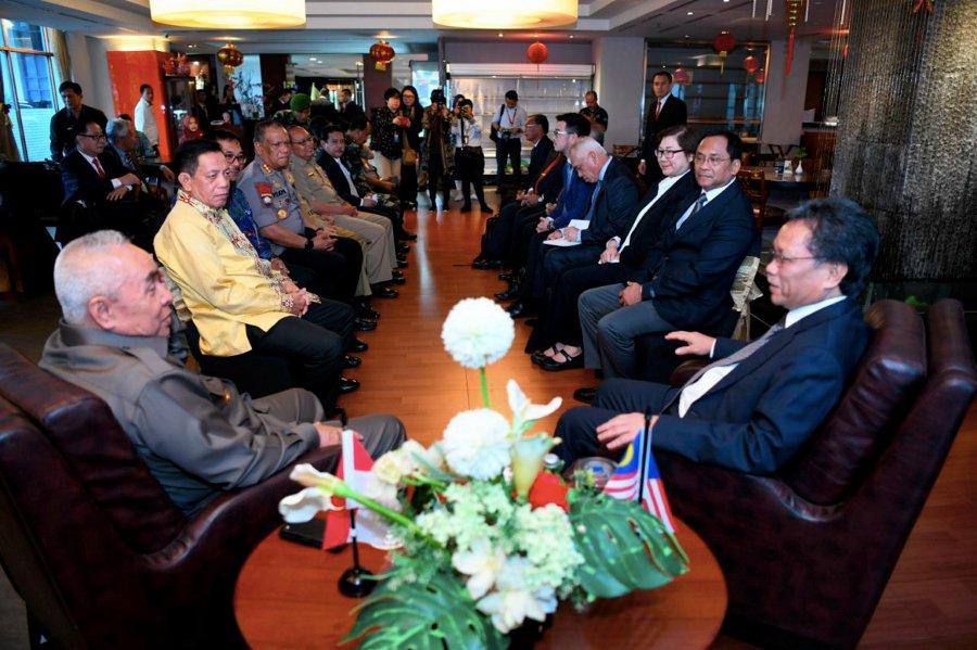Shafie leads Sabah delegates to Kalimantan