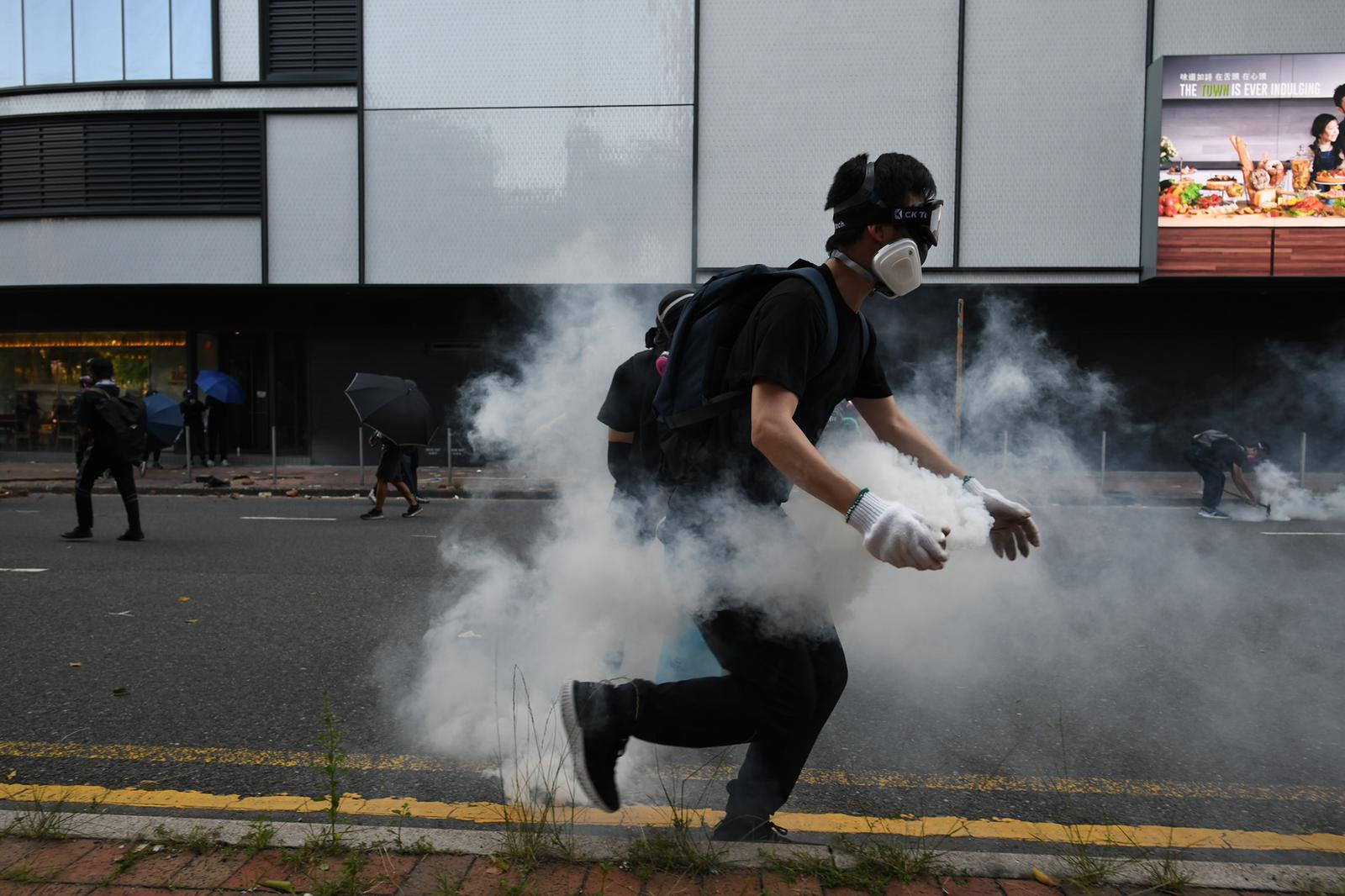 【修例风波】警方指开枪是合法合理自衞 斥示威者暴力行为深度逐渐扩散