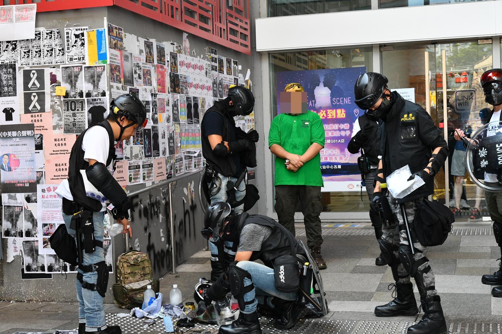 【修例风波】数十防暴警黄大仙驻守 1男涂鸦被带走