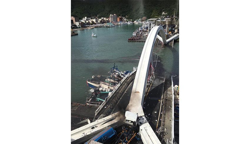 台湾跨港大桥坍塌 增至3死3人仍失踪