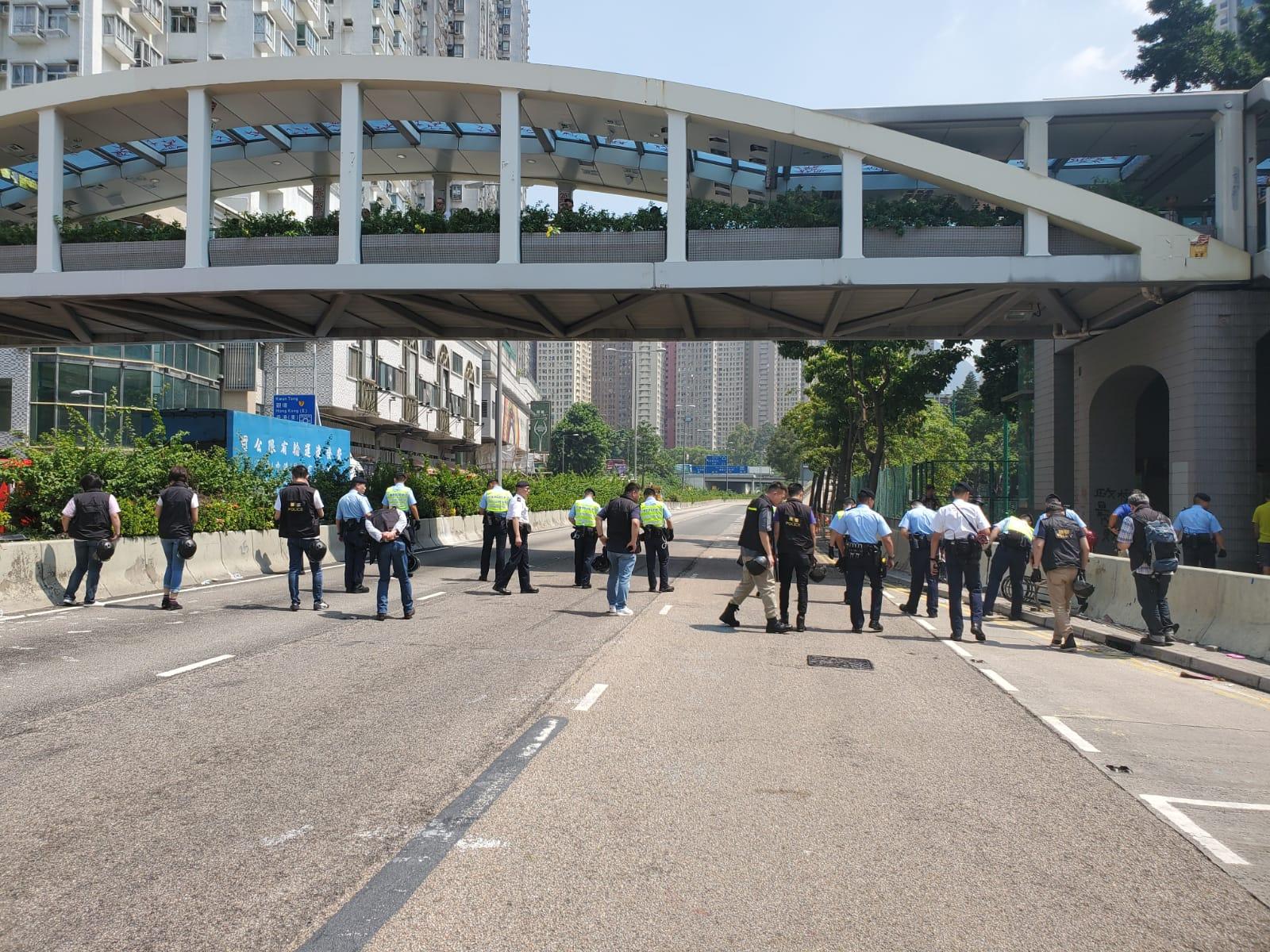 【修例风波】大批警员地毯式搵弹头 龙翔道往荃湾方向一度封路