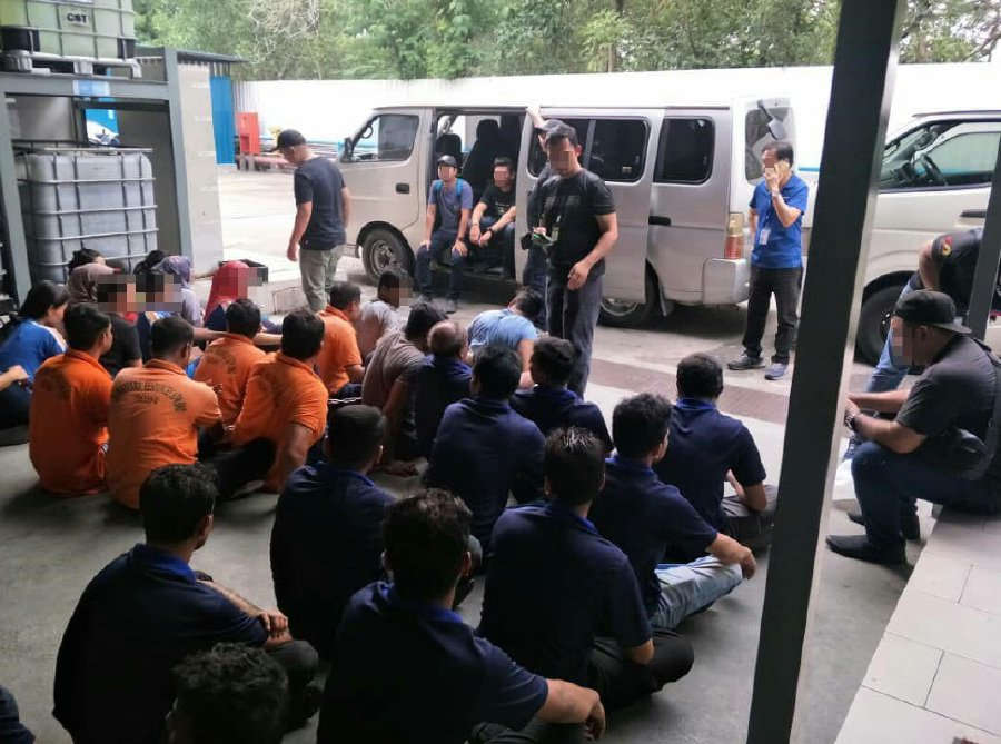 127 illegal foreign workers detained in factory raids