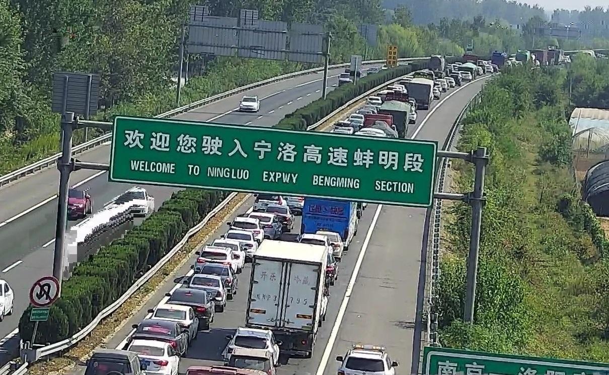 国庆车潮宁洛高速17车浓雾中相撞 酿10死7人伤