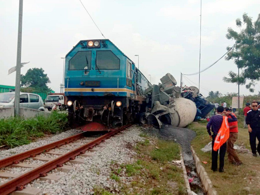 KTMB told to submit report on freight train-cement mixer truck crash