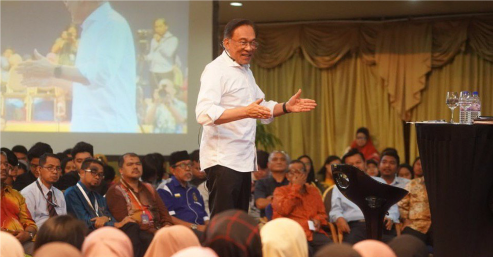 Anwar: 'Not quite true' there were no discussions about transition of power from Mahathir