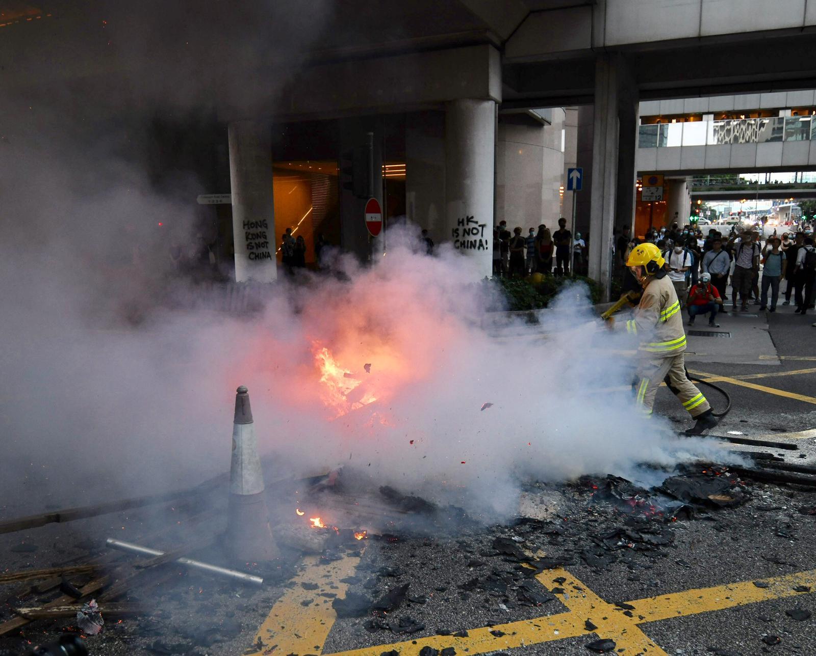 【修例风波】香港站市区预办登机服务暂停 港铁提醒或突然关闭车站