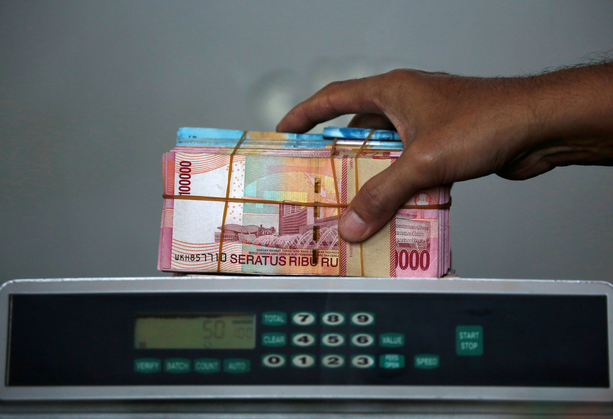 Indonesia should push through structural reforms