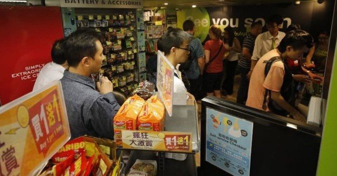 香港人心惶惶爆抢粮潮 超市大排长龙