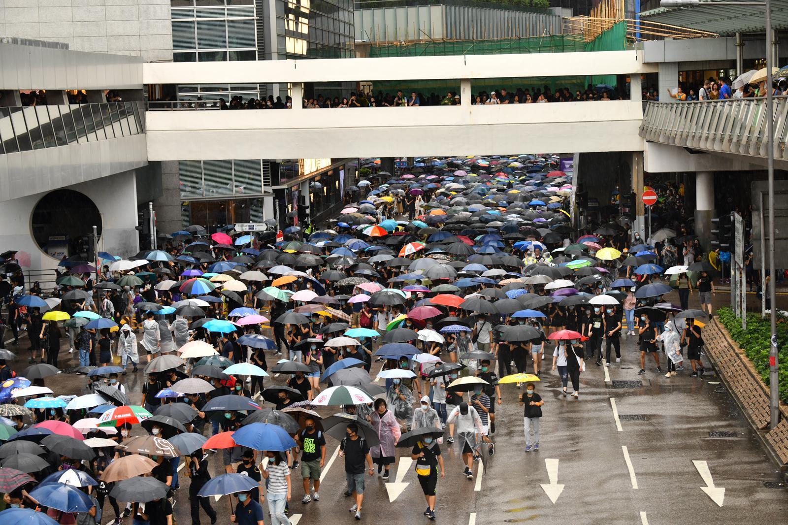 【修例风波】多区爆示威港铁指个別车站或随时关闭