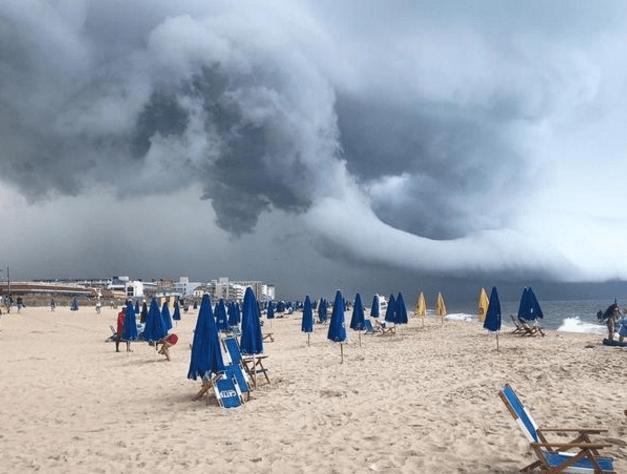 时空门出现在美国海滩?天气状况颇为诡异,目击者称宛如末日来临 ~