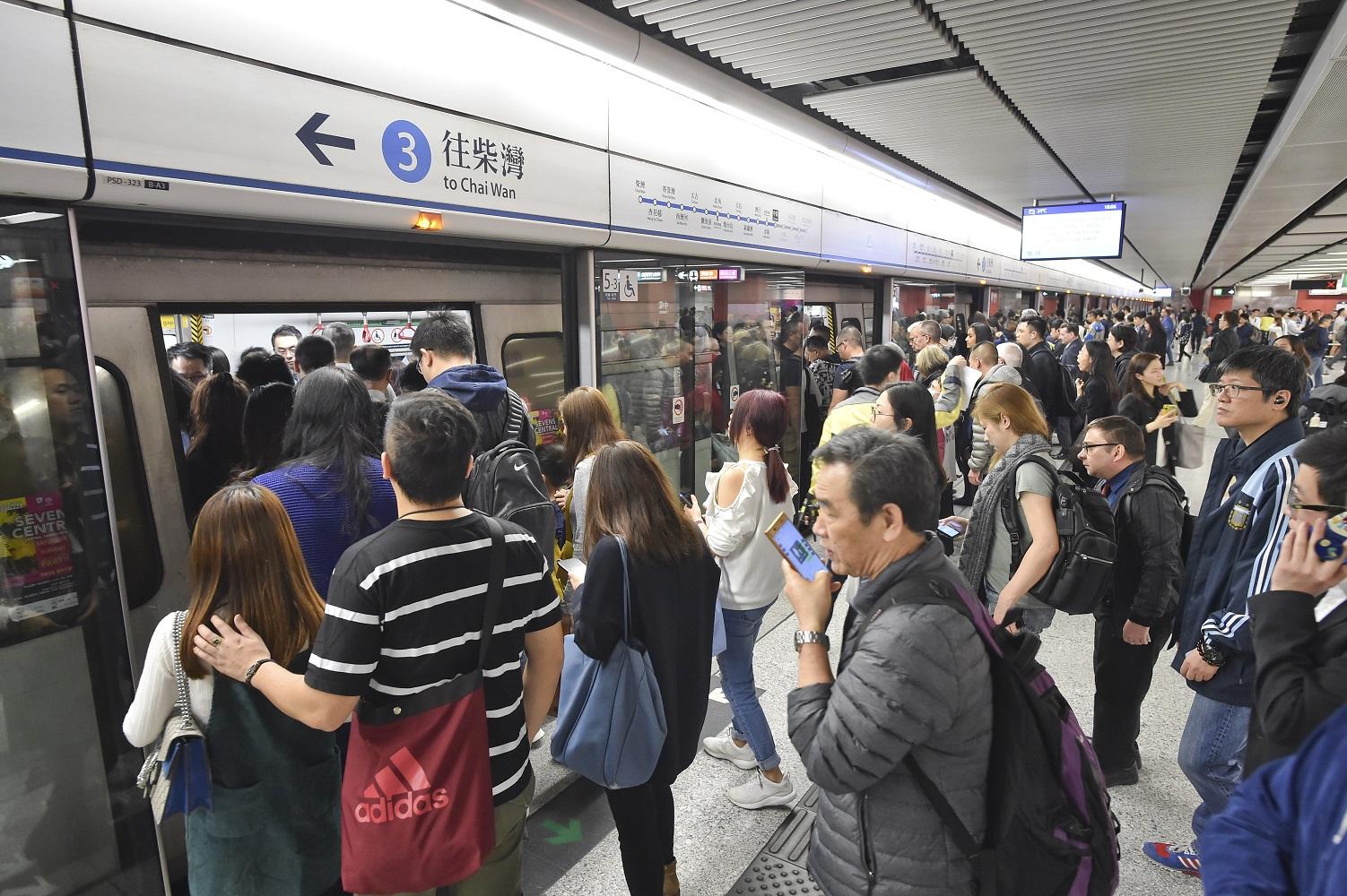【修例风波】港铁今日重开45车站 提早晚上9时收车
