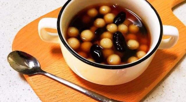 秋季女性一定要多吃这种食物,每天一碗,美容养颜,气色越来越好