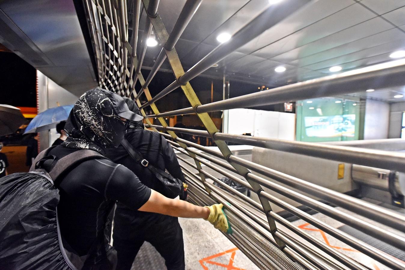 再有3个车站遭破坏人员撤离 港铁:明早安排盡快公布