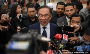 Anwar wants Azmin's explanation on last night's meeting