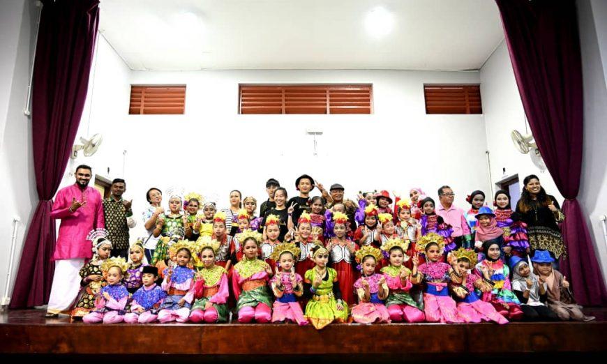 Teaching traditional dance to children