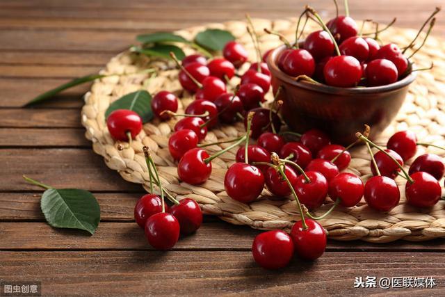 女人坐月子时,吃这5样水果对产后恢复好,不要错过