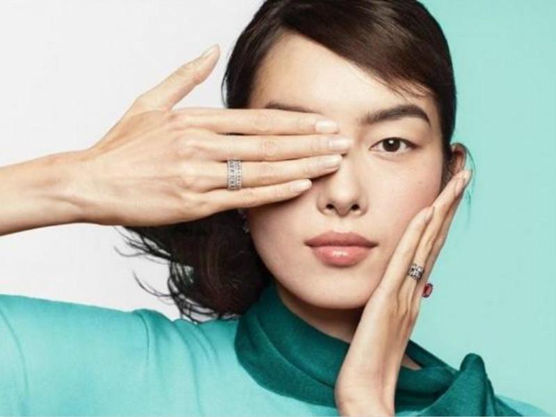 Tiffany新广告「遮眼」 被指支持香港示威遭下架