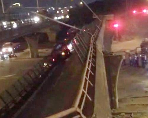 无锡行车大桥倒塌三死两伤 疑运输车辆超载所致