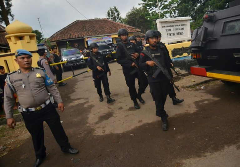 Indonesian police ramp up suspect search after is-linked attack