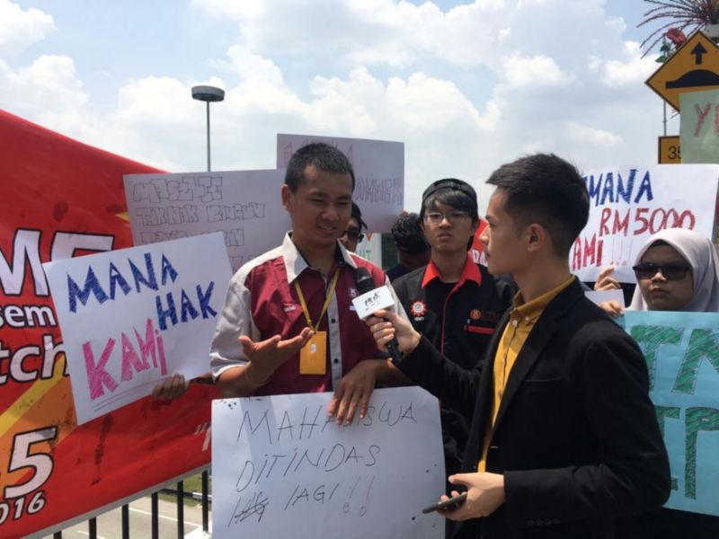 Varsity students demonstrate outside Parliament ahead of Budget tabling (VIDEO)