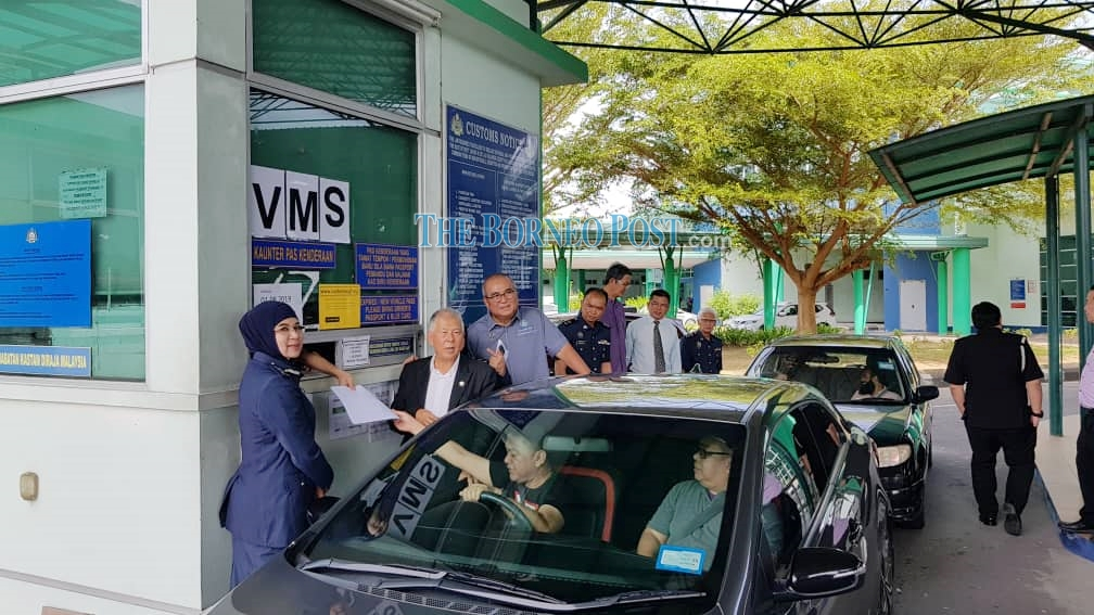 Ting pledges RM200,000 to install Vehicle Monitoring System at CIQs throughout Sarawak