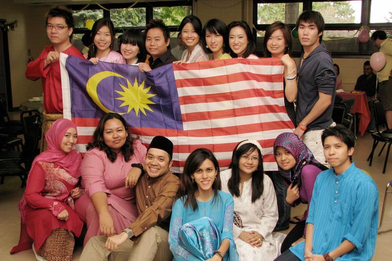 实至名归!国际大学调查显示,大马人的懒惰程度世界第三,马来人的祖国排第1名!