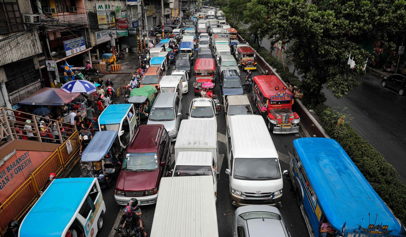 Duterte's spokesman takes three-hour commute to work after accepting public transport dare