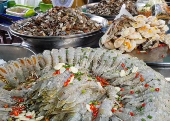 """皮皮虾的""""另类""""吃法,60元1斤1小时卖光,外地人:吃一口就够了"""