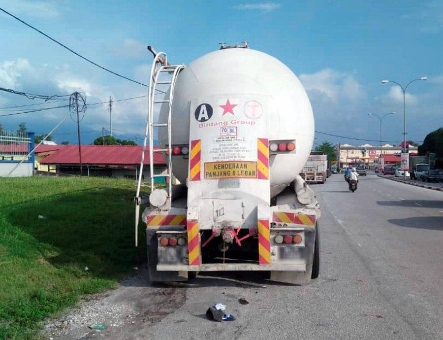 Bike crashes into tanker lorry, toddler killed