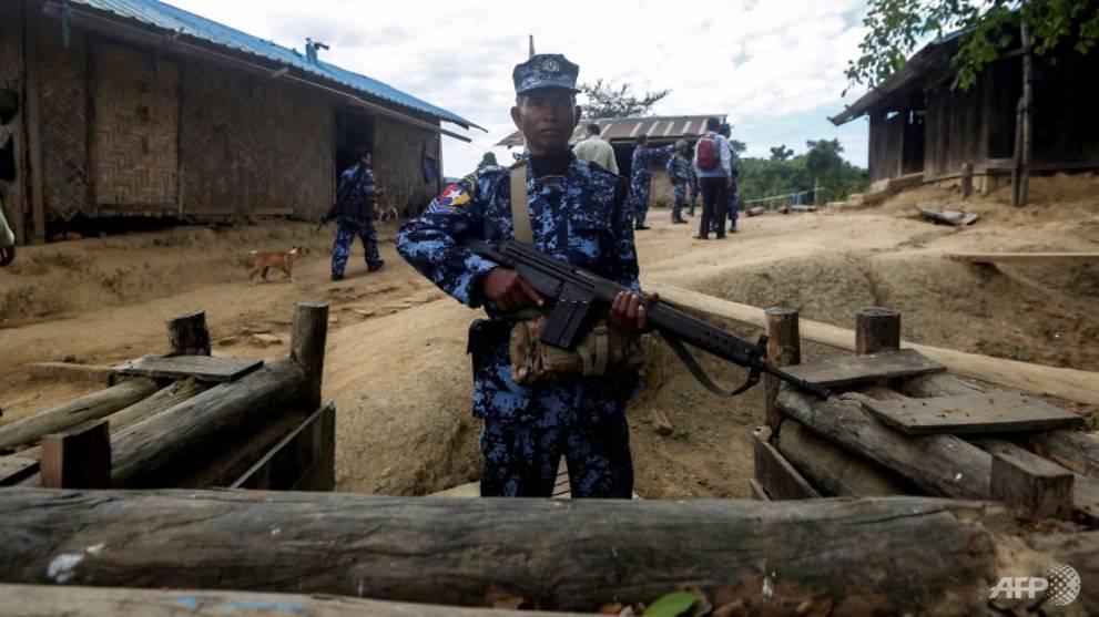 Rakhine rebels abduct dozens after storming Myanmar bus