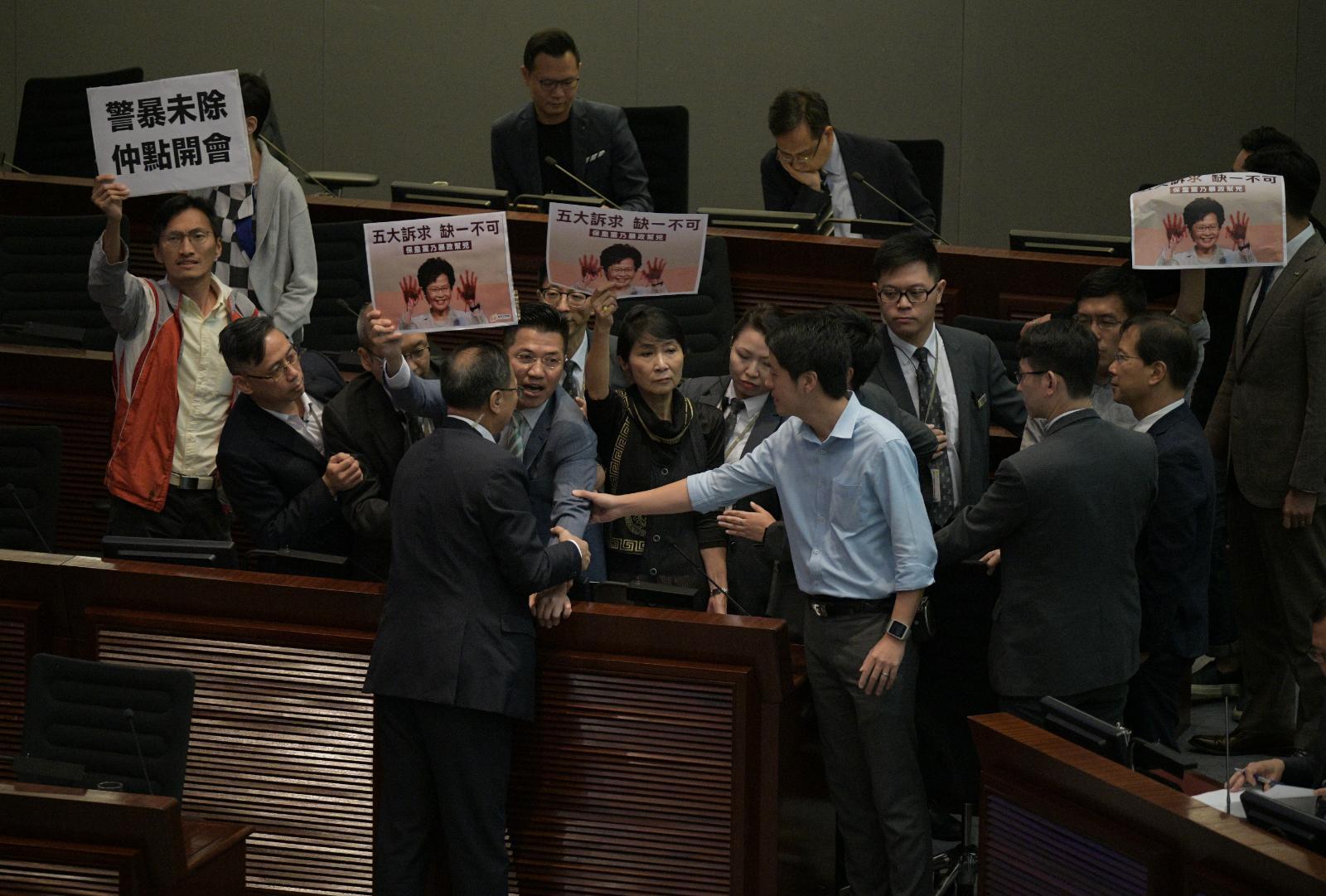 【修例风波】陈健波当选立会财委会主席 冀立法会能有规矩做事令香港重回正轨