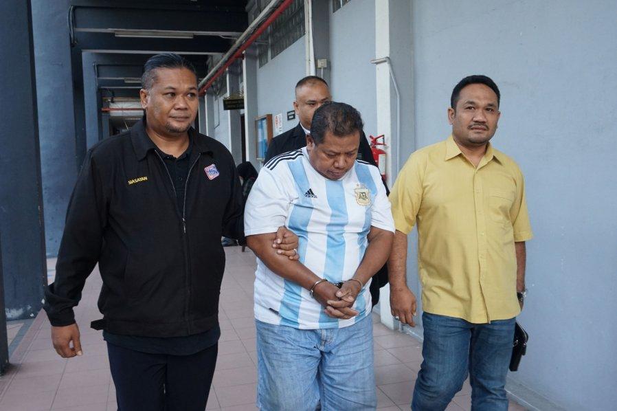 购买假身份证 印尼男子判监10月