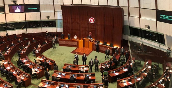 泛民示威立会休会 林郑改播预录片读报告