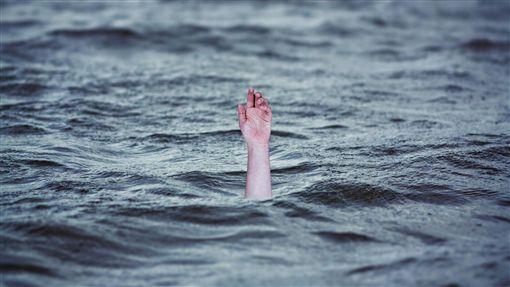3小时连吃2餐 女子吃太饱游泳溺毙
