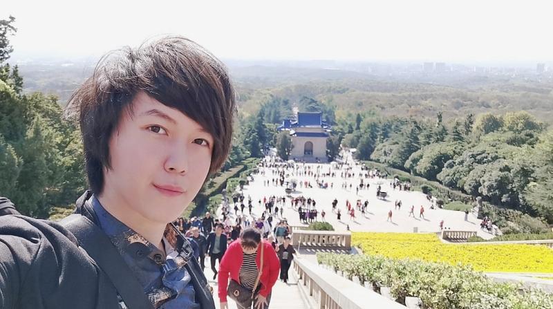 台湾青年南京中山陵举青天白日旗被扣查5小时