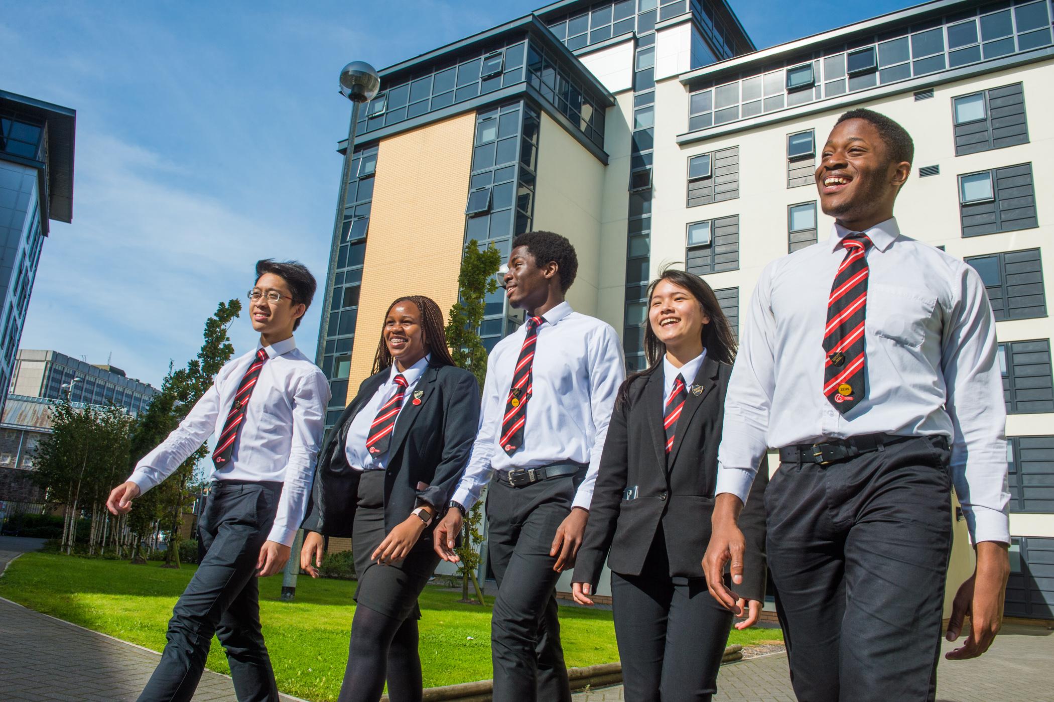 【英国升学】选读「 A工厂」英国寄宿学校 入「牛剑」机会高