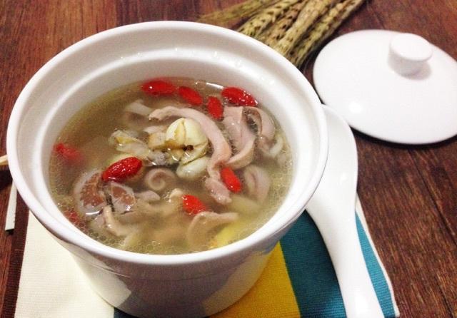 秋天,这汤我家一周喝3次,2碗下肚从头暖到脚,上桌汤底都不剩!