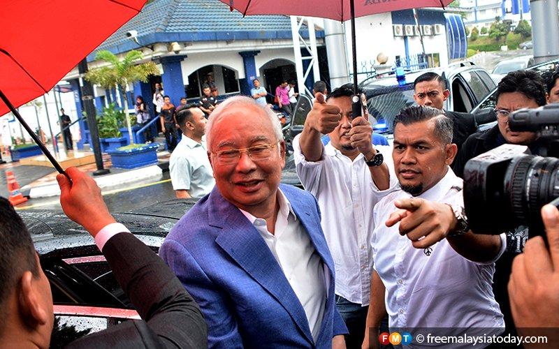 Najib leaves Bukit Aman after 1 hour