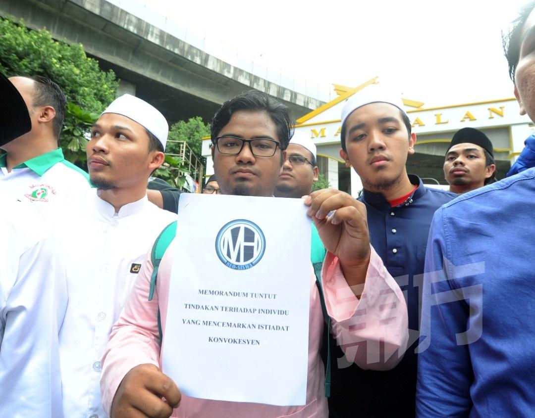 半岛马来学生组织和平集会 呈涵盖捍卫马大校长4大诉求备忘录