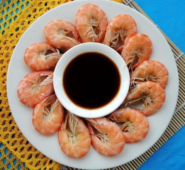 这才是煮盐水虾的正确做法,掌握一个小技巧,虾肉鲜嫩,味道鲜美