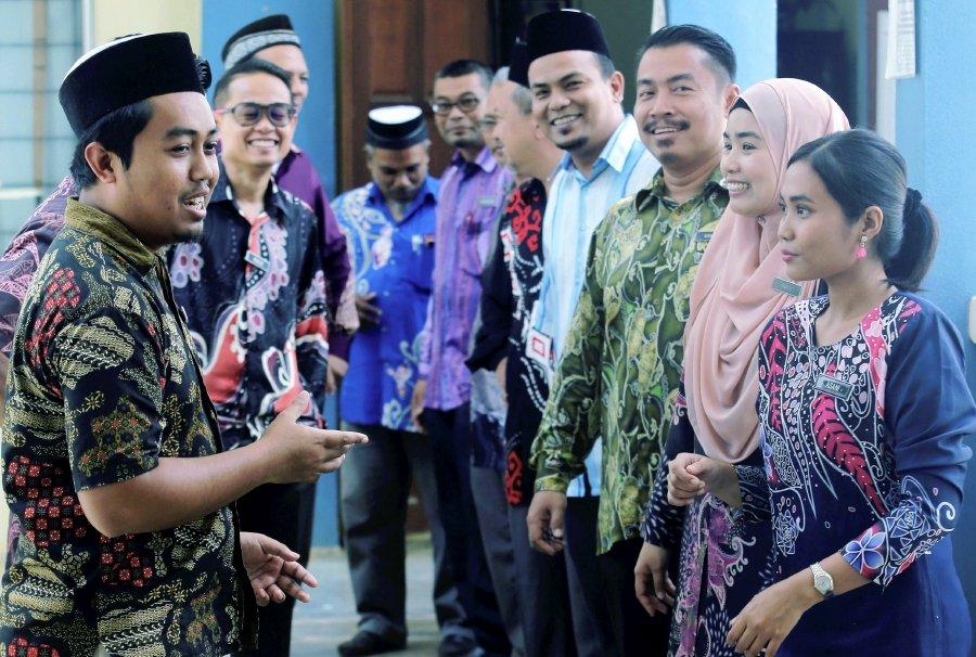 Teachers at Orang Asli school proud to wear batik outfits