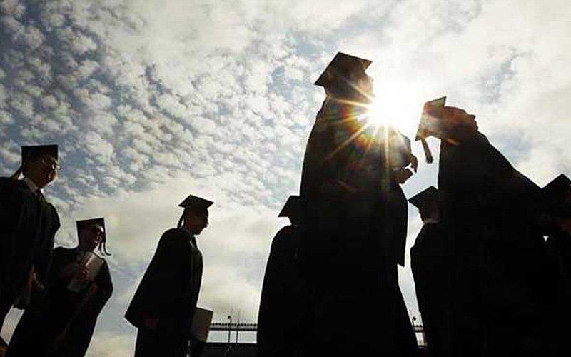 Women grads put salary, bonuses first, career path second, survey shows