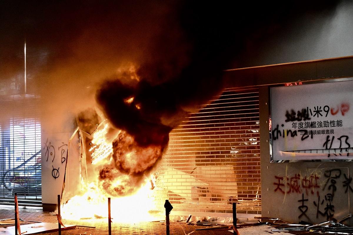 警方斥暴徒破坏让人趁火打劫 有商舖损失250万元货物