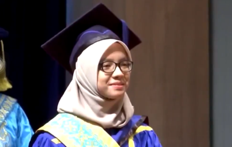 Perfect 4.0 GPA score for seven semesters gets Perlis student medal of excellence from Kedah sultan