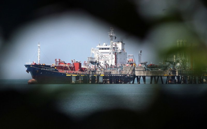 Oil tankers can't unload at Port Dickson, say sources