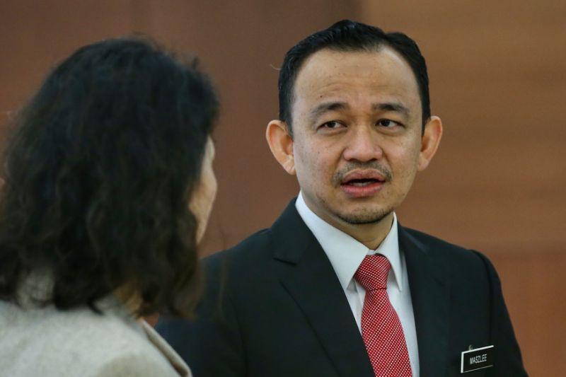 Maszlee tells DAP to crack the whip over propaganda comic dissenters