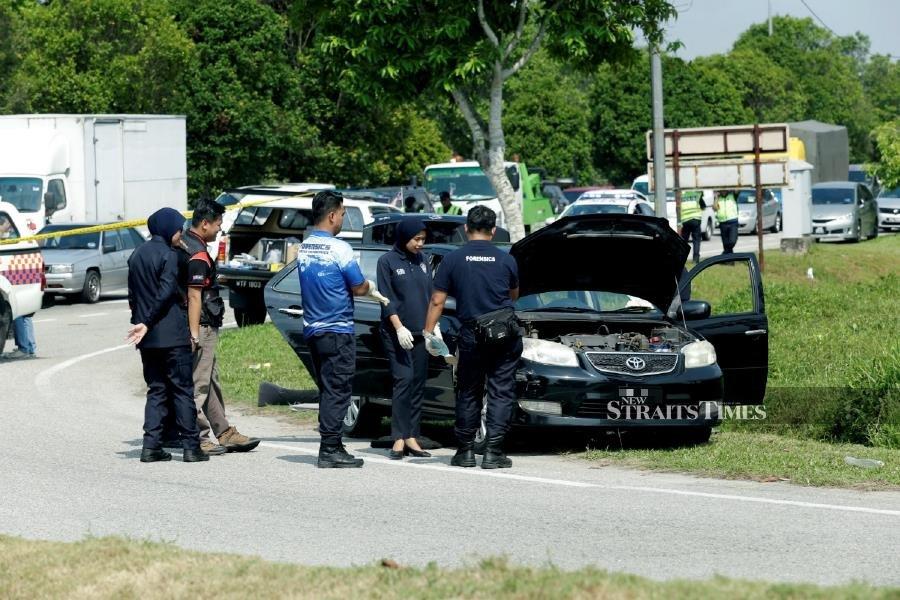 Cops discover live grenade, machetes in Melaka car; 3 arrested