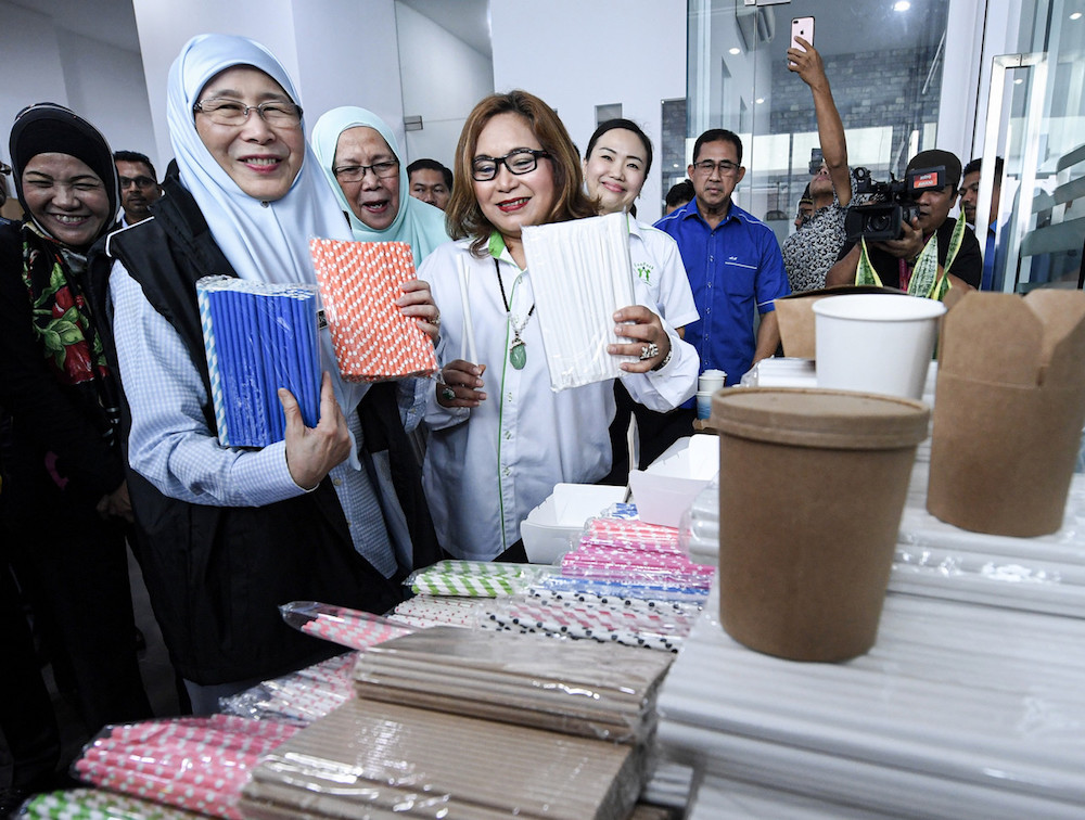DPM: 20 sen plastic bag charge to be extended to all businesses starting 2022